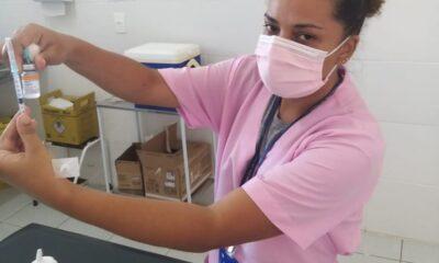 Profissionais de Saúde com 35 anos ou mais receberão a primeira dose do imunizante