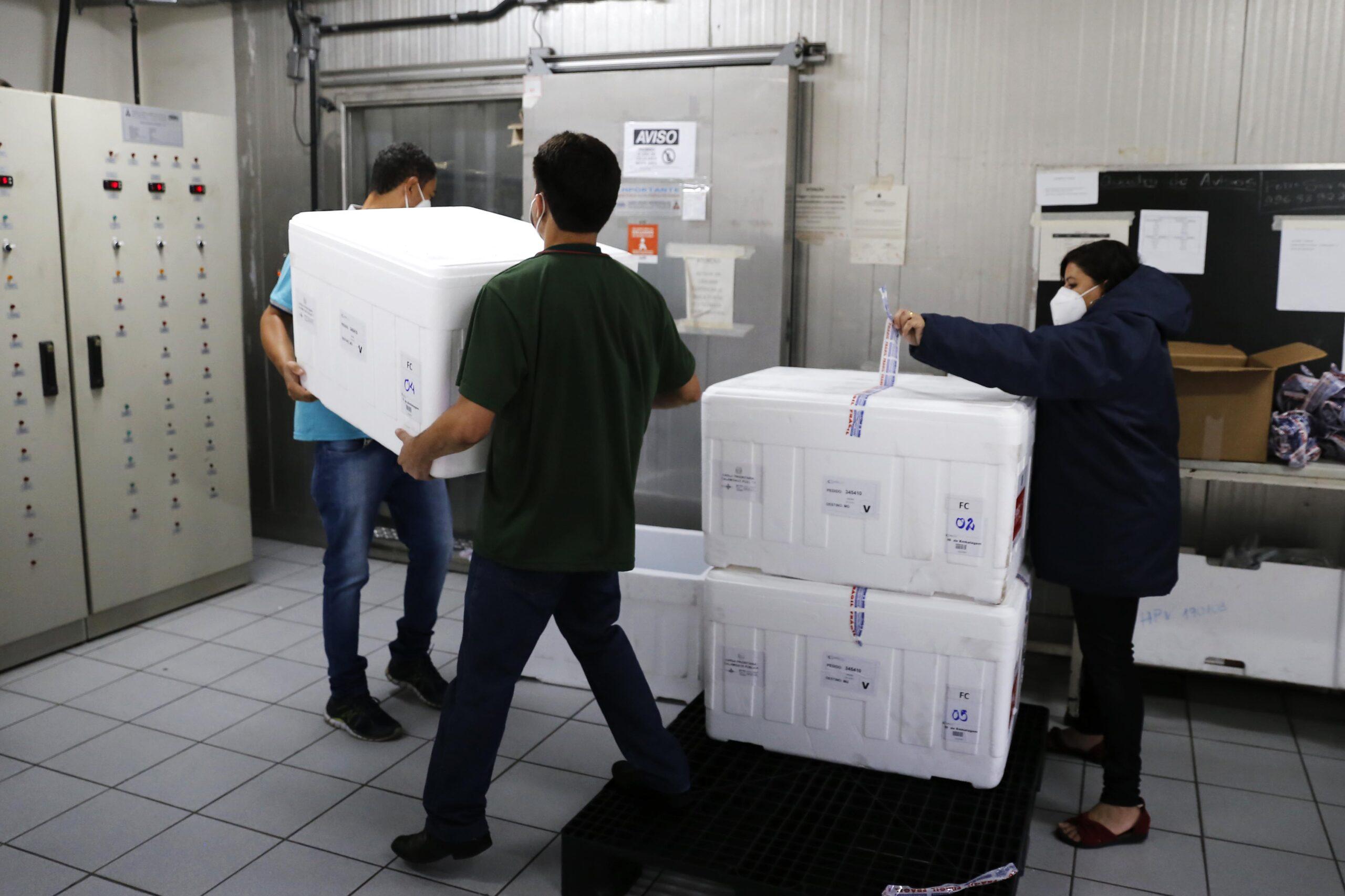 Minas recebe 542.550 novas doses de vacinas contra covid-19
