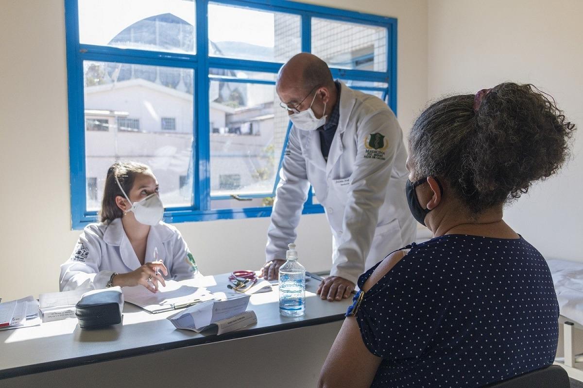 Acadêmicos de Medicina da PUC Minas prestam atendimentos na rede pública de Poços de Caldas